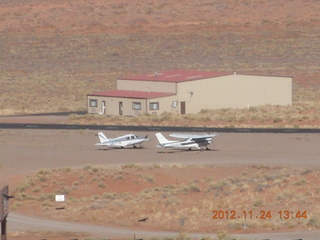 33 83q. Monument Valley - Goulding's - airport with N8377W