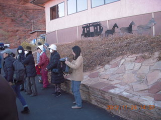 39 83q. Monument Valley tour - Japanese tourists