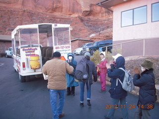 40 83q. Monument Valley tour - Japanese tourists