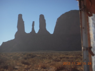85 83q. Monument Valley tour - Three Sisters