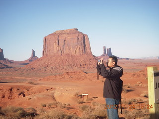86 83q. Monument Valley tour - Sean taking a picture