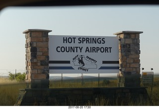 96 9sl. Thermopolis Hot Springs County Airport (HSG) sign