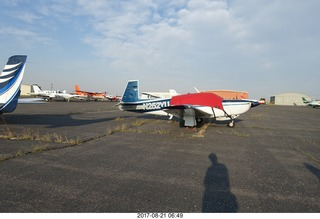 19 9sm. Riverton Airport - airplanes