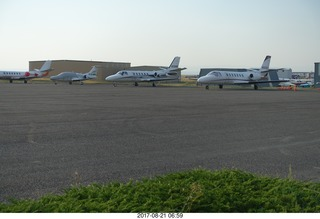 28 9sm. Riverton Airport - airplanes